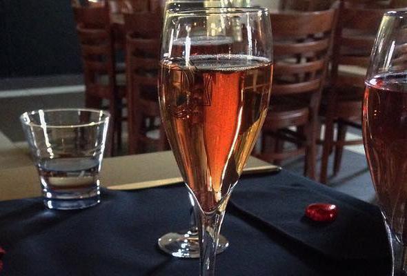 proeflokaal-de-kleine-schorre-glas-wijn-001
